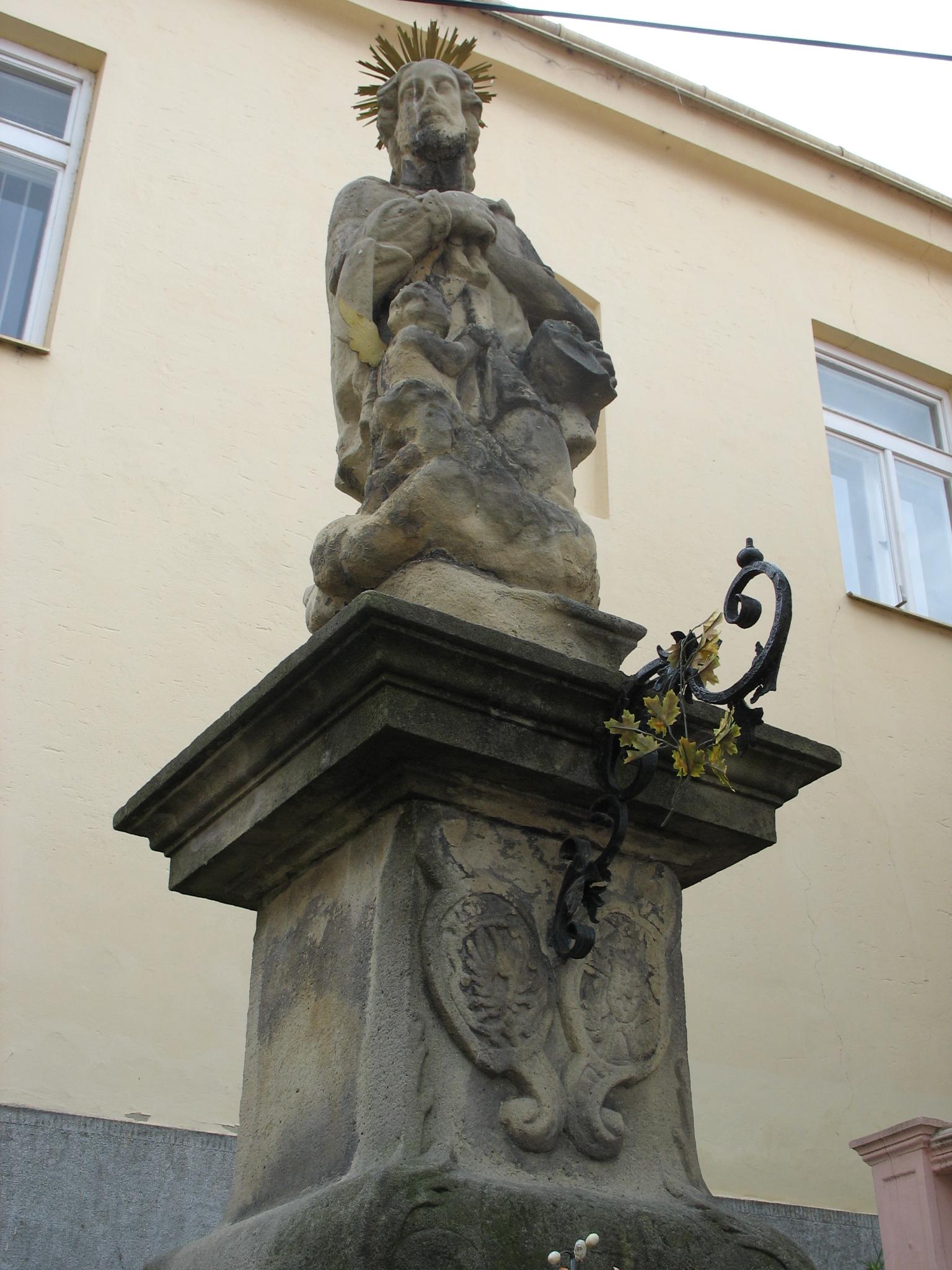 Socha sv. Jána Nepomuckého pri farských schodoch