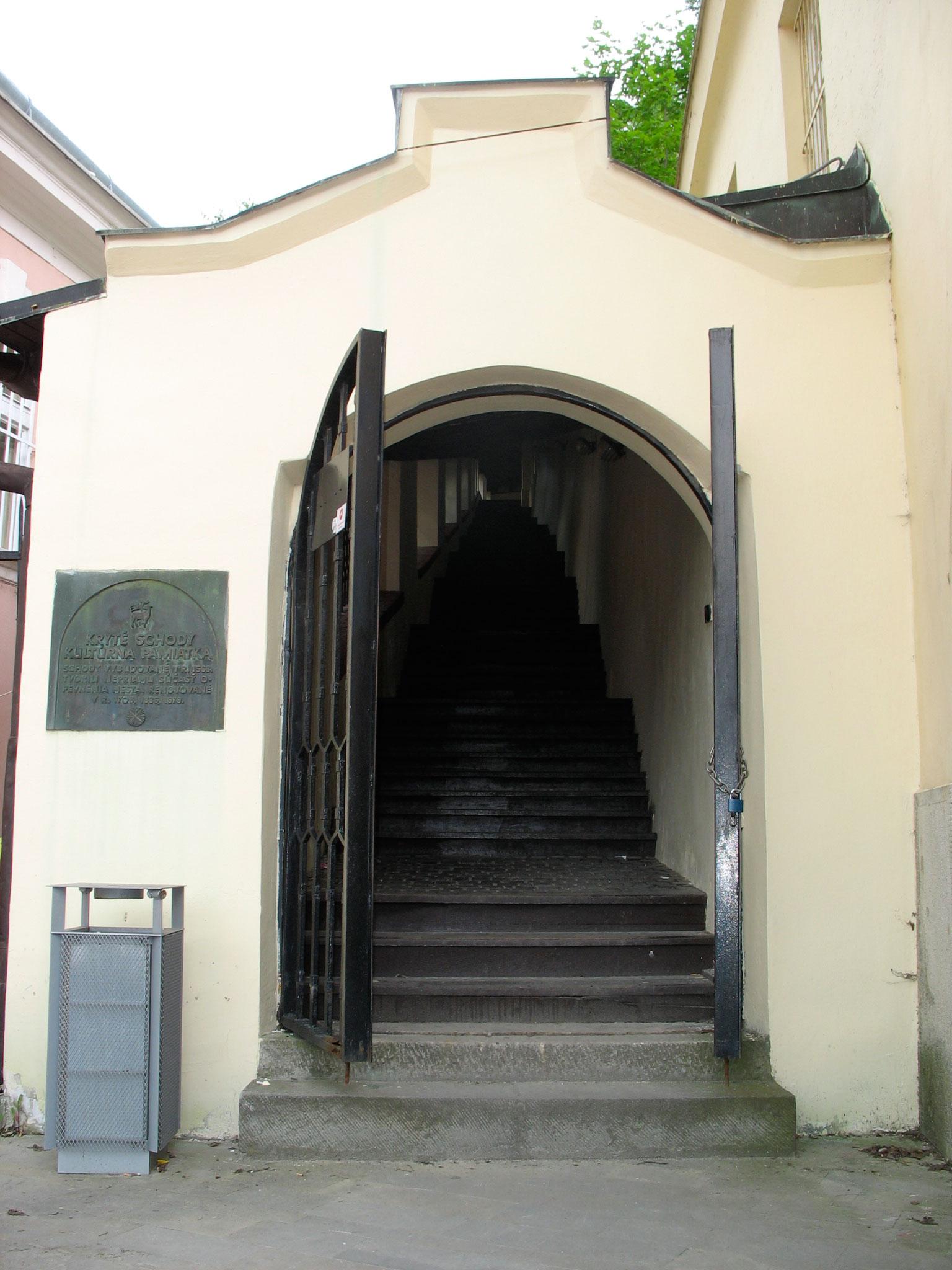 Farské schody a socha sv. Jána Nepomuckého