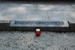 Jeden z pomníkov pri pamätníku umučených na Brezine. Foto: Jozef Čery