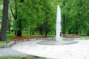 Pamätník M. R. Štefánika v parku. Foto: Jozef Čery