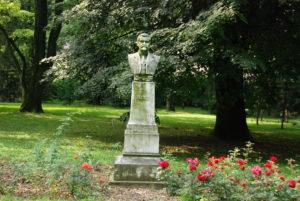 Pamätník Ľ. Riznera v parku. Foto: Jozef Čery