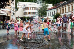 Fontána s vodníkom Valentínom na Štúrovom námestí. Foto: Juraj Majerský