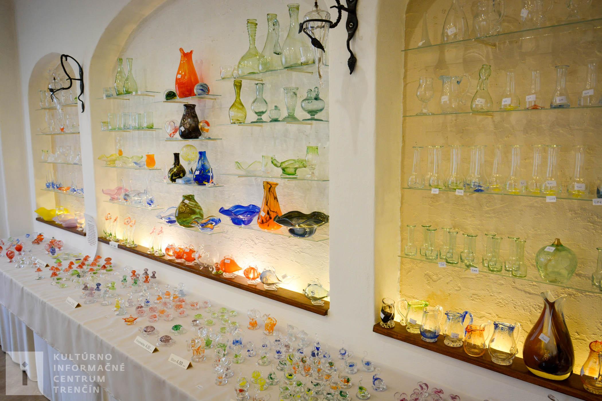 Predajňa v sklárskom skanzene Sklený sen/Shop in Glassworks skansen