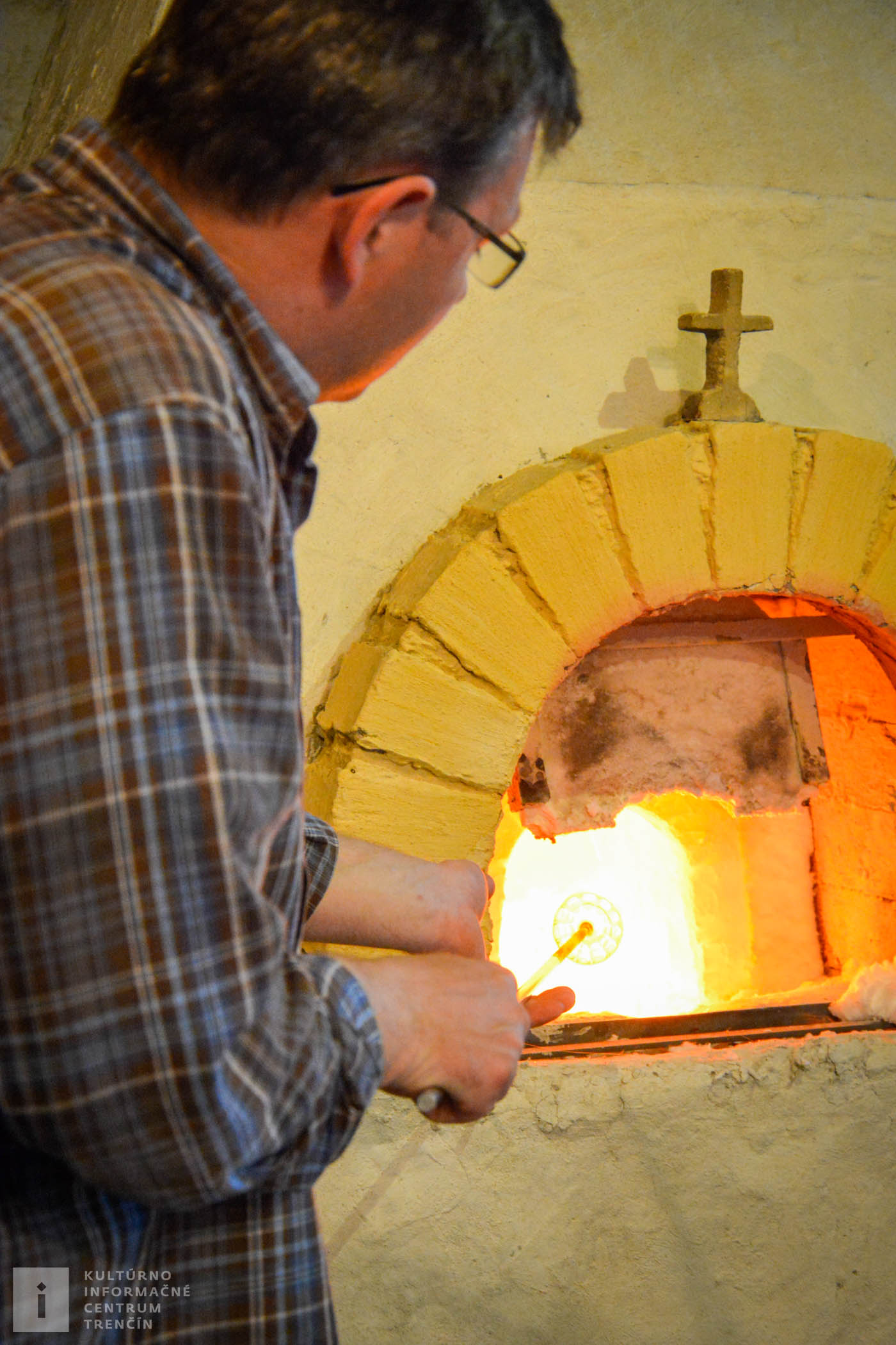 Majstri sklári, ktorí pracovali vo výrobni, boli nesmierne šikovní a ich zručnosť bola známa široko-ďaleko v celom Uhorsku.