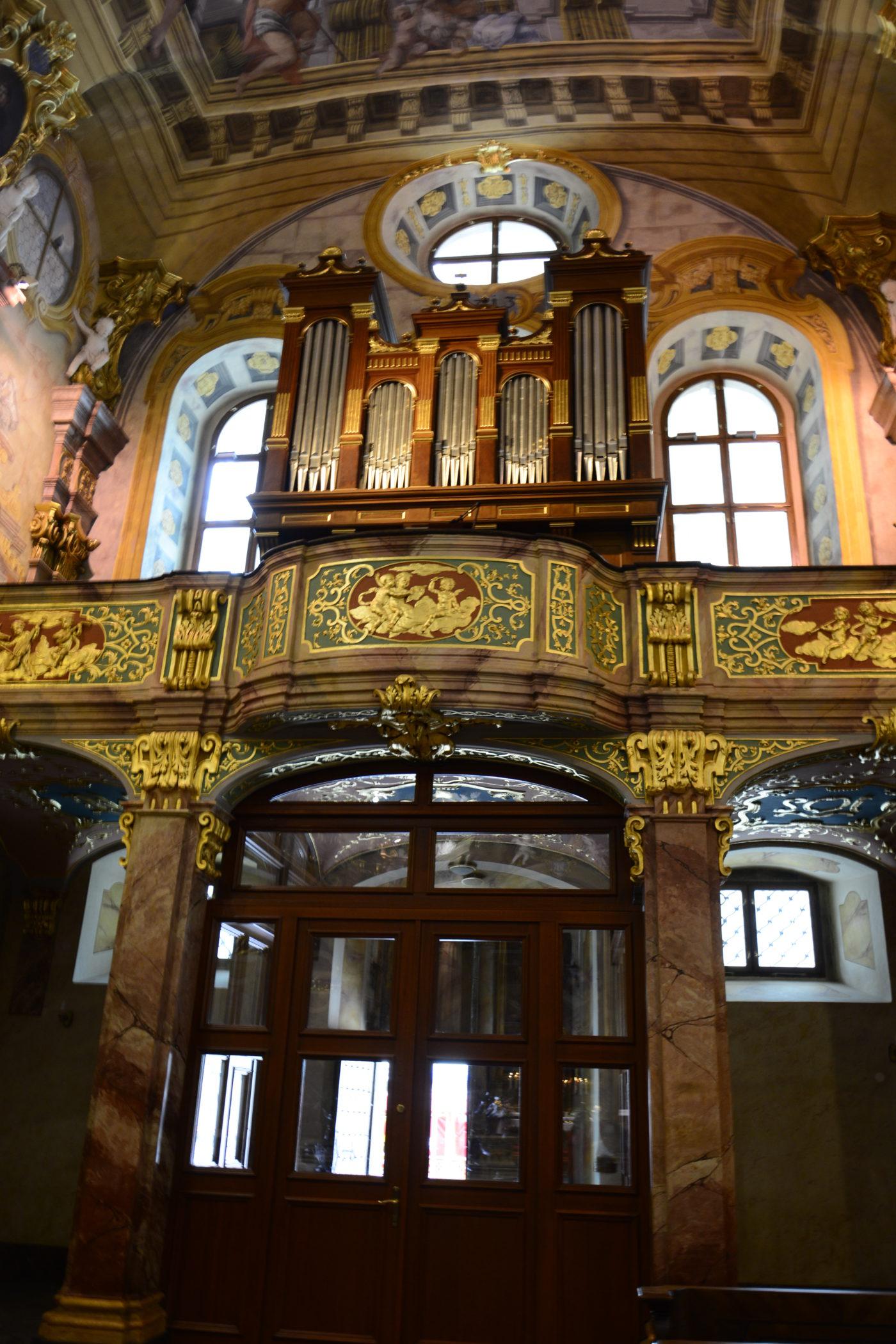 Chór v piaristickom kostole sv. Františka Xaverského