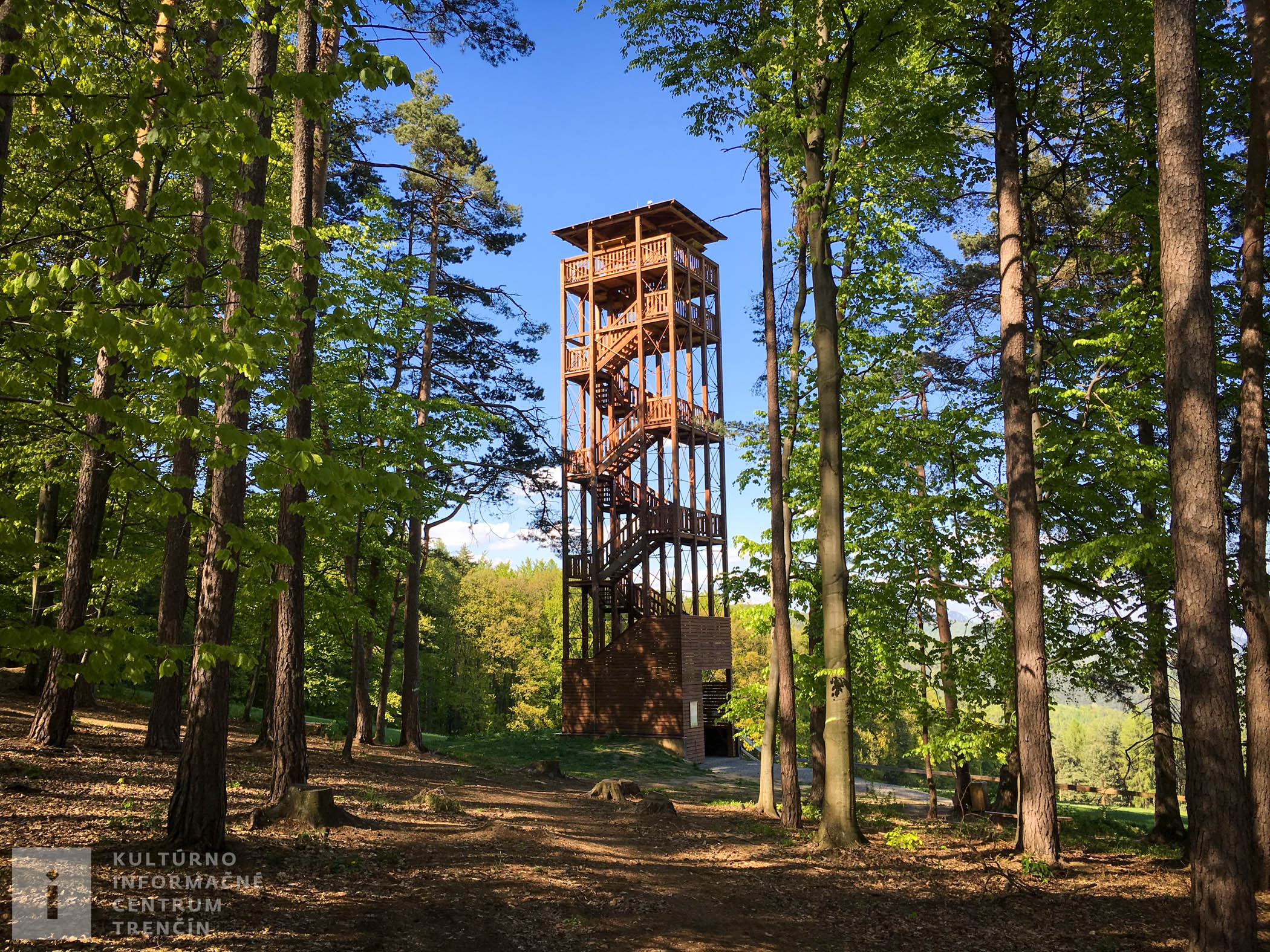 Rozhľadňa Malý Jelenec sa nachádza v blízkosti Gazdovstva Uhliská