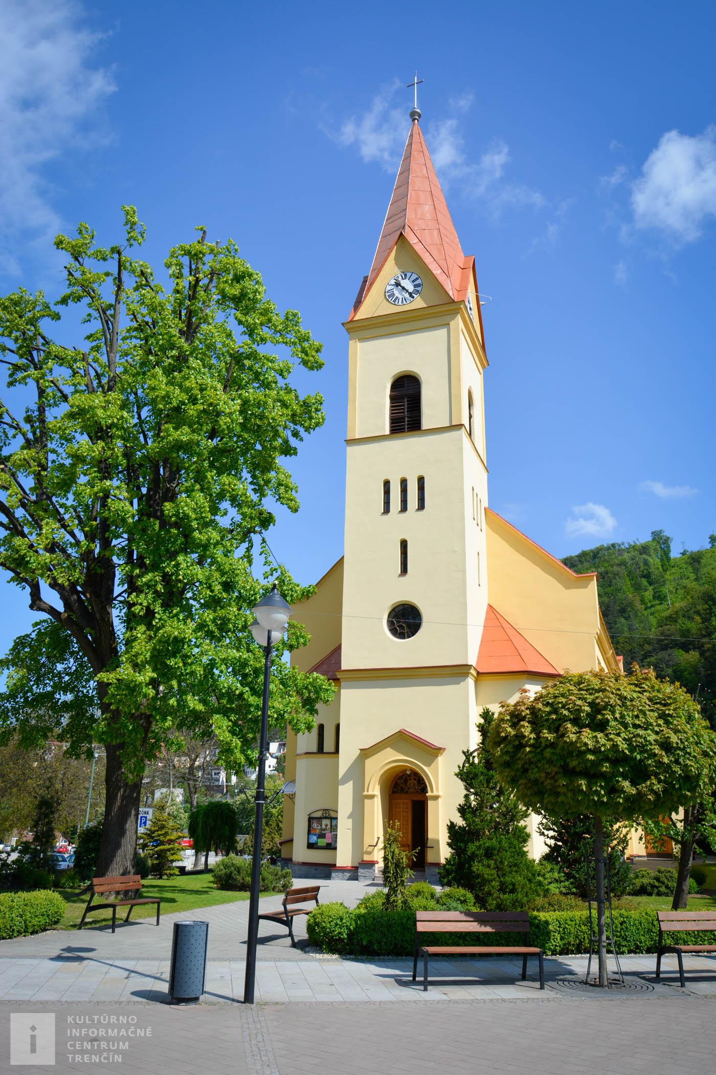 Kostol sv. Štefana v Trenčianskych Tepliciach • Church of St. Stephan in Trenčianske Teplice