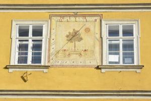 Slnečné hodiny na Piaristickom gymnáziu