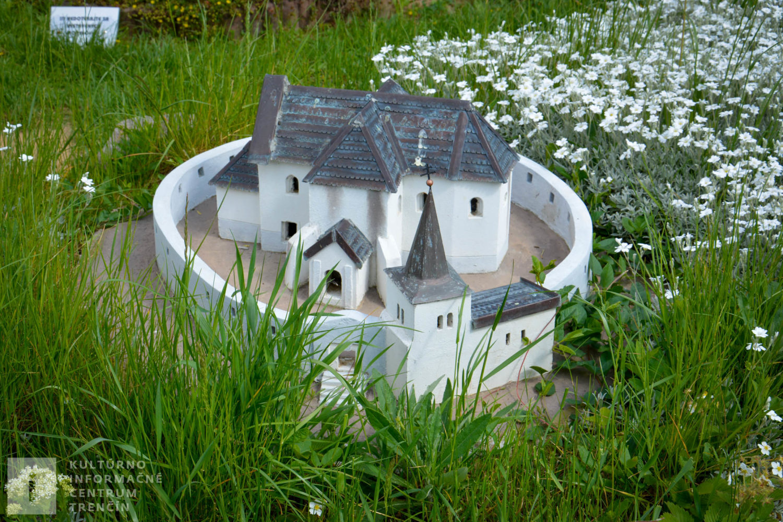 Model kostola Lančár