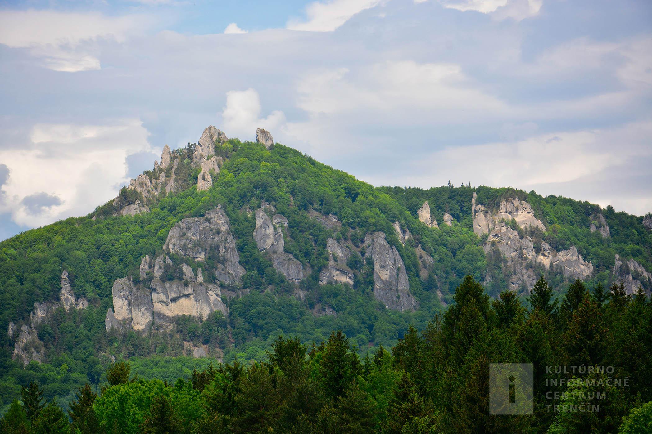 Výhľad zo zrakovej pyramídy v Súľove/View from visual Pyramide