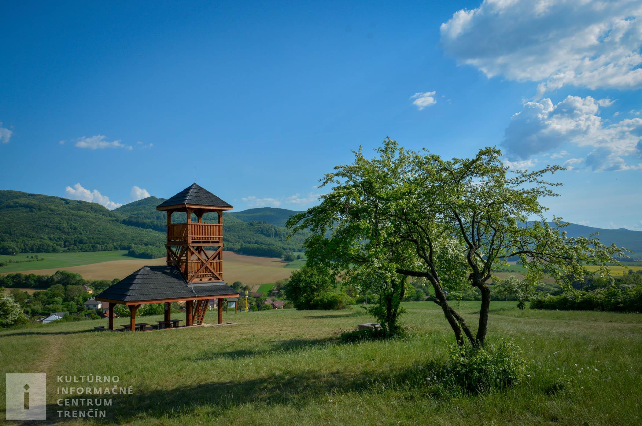 Rozhľadňa Dúbravka sa nachádza v časti obce Soblahov, ktorú domáci nazývajú: Dúbravky - Jalovčina, po ktorej dostala meno