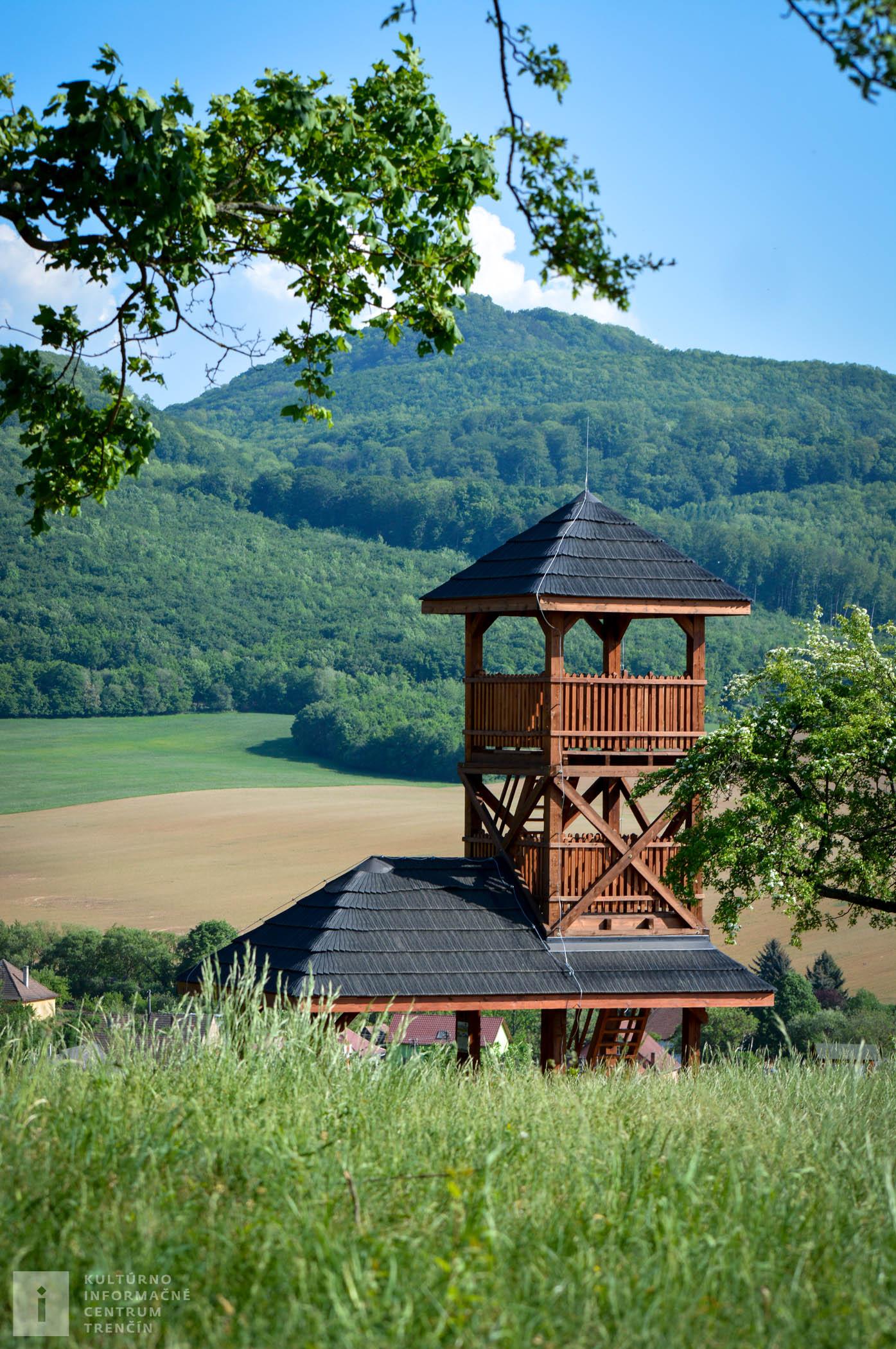 Rozhľadňa Dúbravka pripomína svojim vzhľadom zvoničku