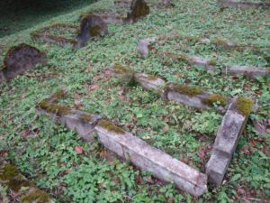 Pôvodné hroby na vojenskom cintoríne. Foto: P. Honzek.