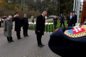 Pietny akt na vojenskom cintoríne v Trenčíne - Zábraní