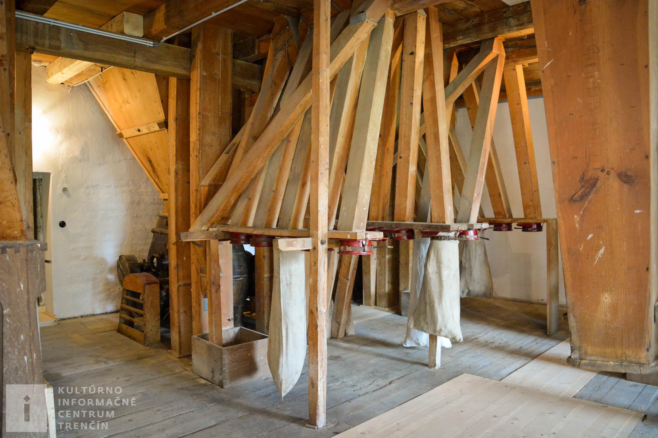 drevené potrubia na prepravu pomletej múky