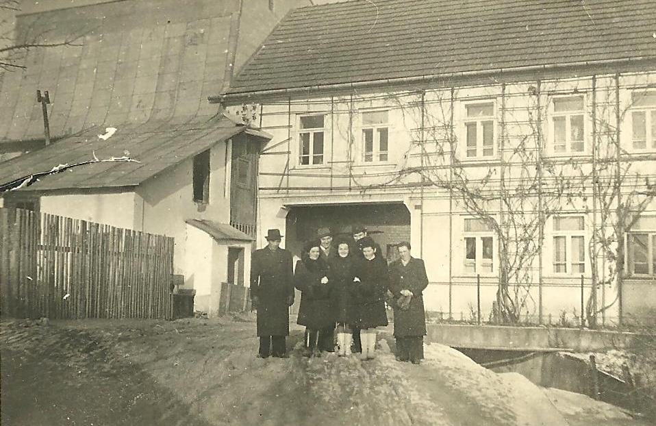 Králikov mlyn (budova vľavo)
