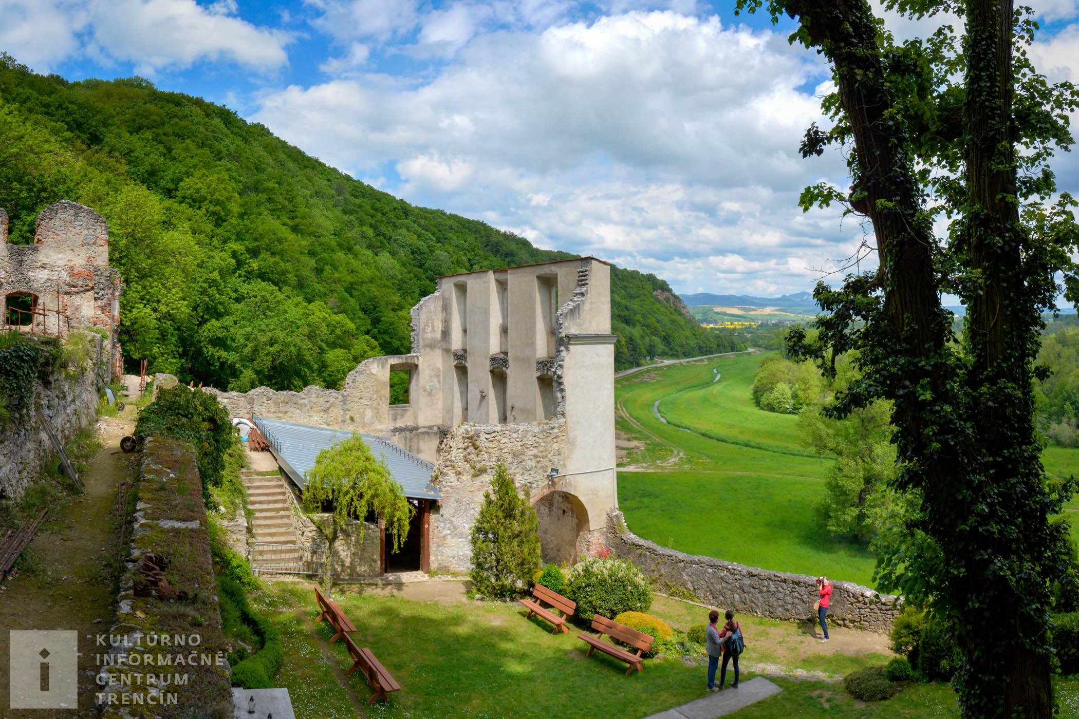 Pohľad do areálu kláštora na Veľkej Skalke/Monastery Veľká Skalka