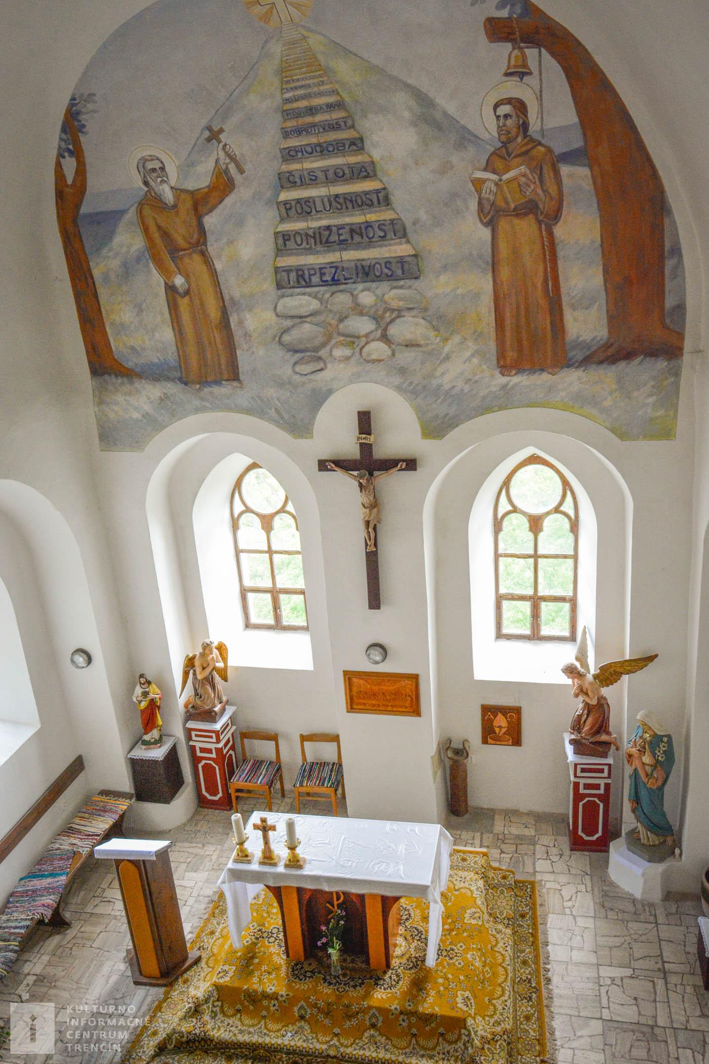 Pohľad do kaplnky kláštora na Veľkej Skalke / Chapel in the Veľká Skalka Monastery