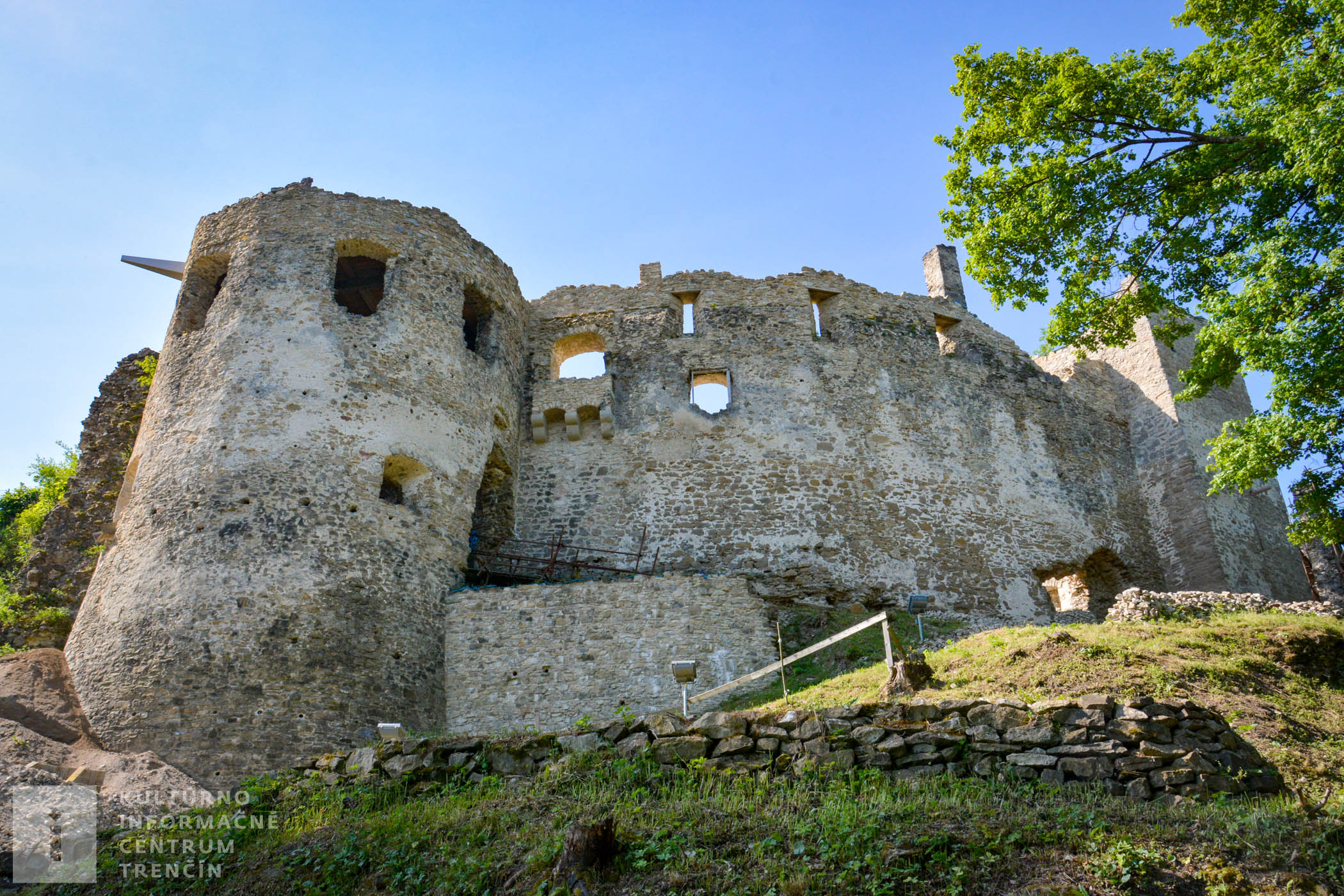 V rokoch 2011 – 2012 sa realizoval archeologický prieskum a neskôr aj obnova hradu.