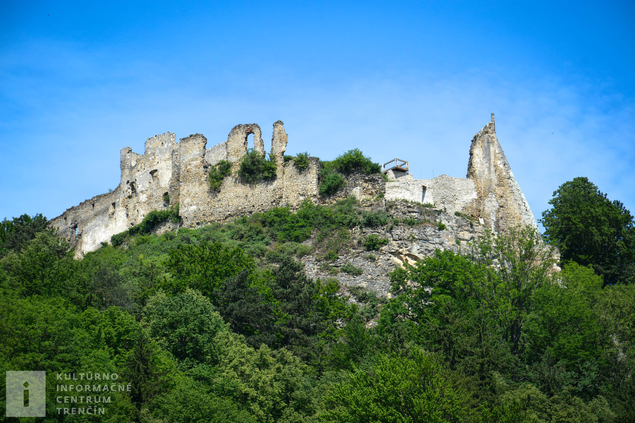 Považský hrad je dostupný 24 hodín denne, 7 dní v týždni.