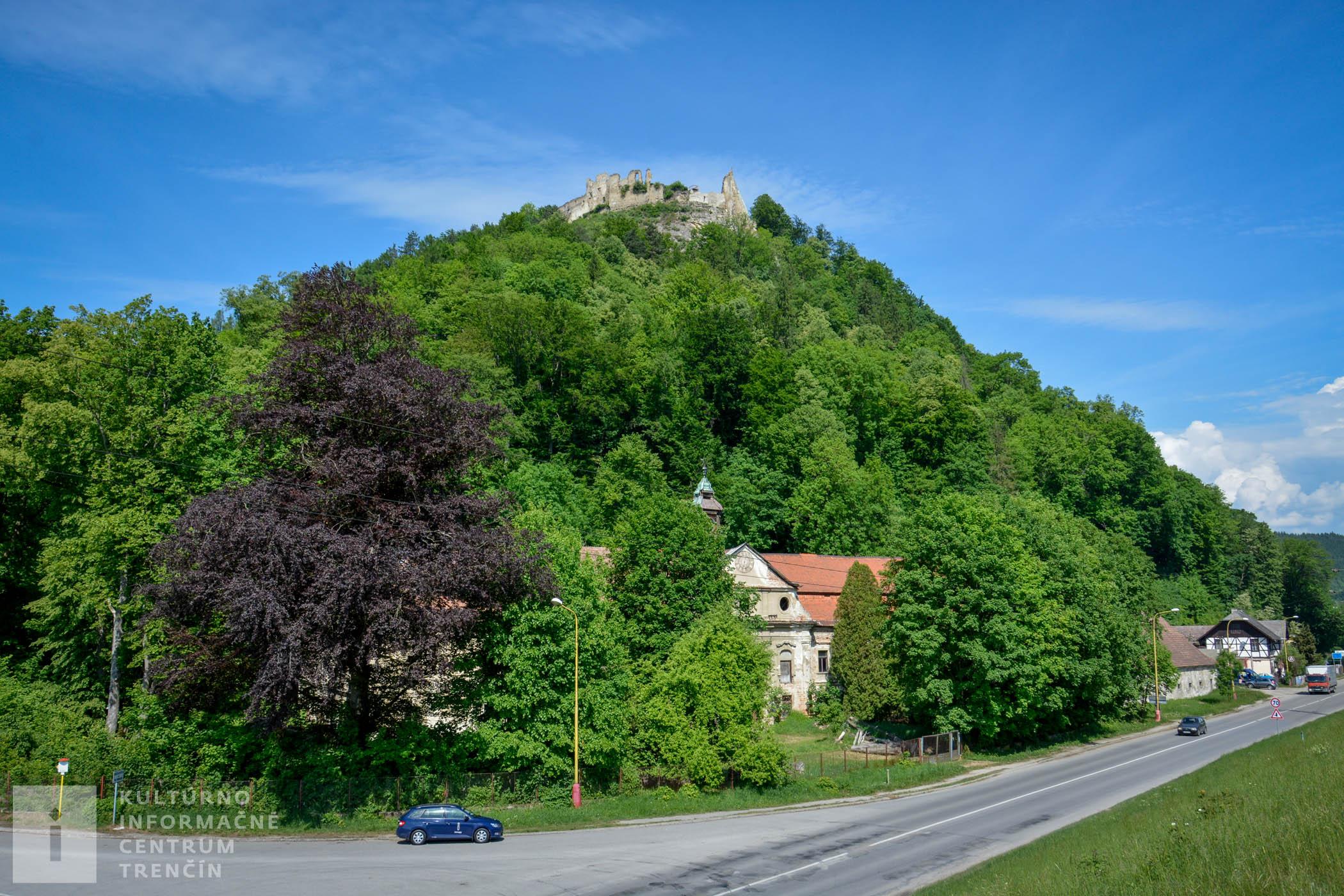 Považský hrad sa nachádza vo výške 497 m n.m.