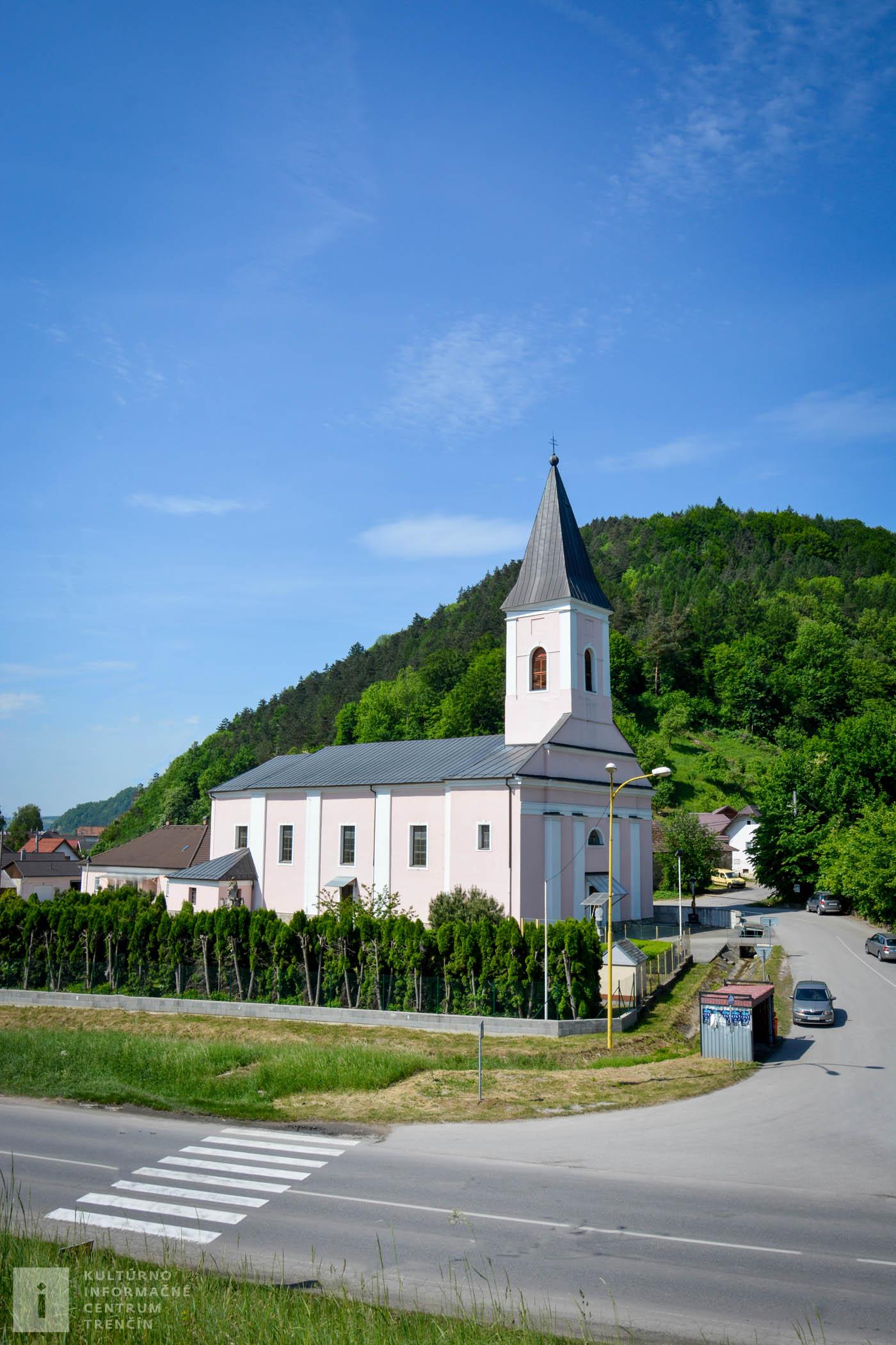 Kostol sv. Ladislava sa nachádza pod hradom v obci Považské Podhradie.