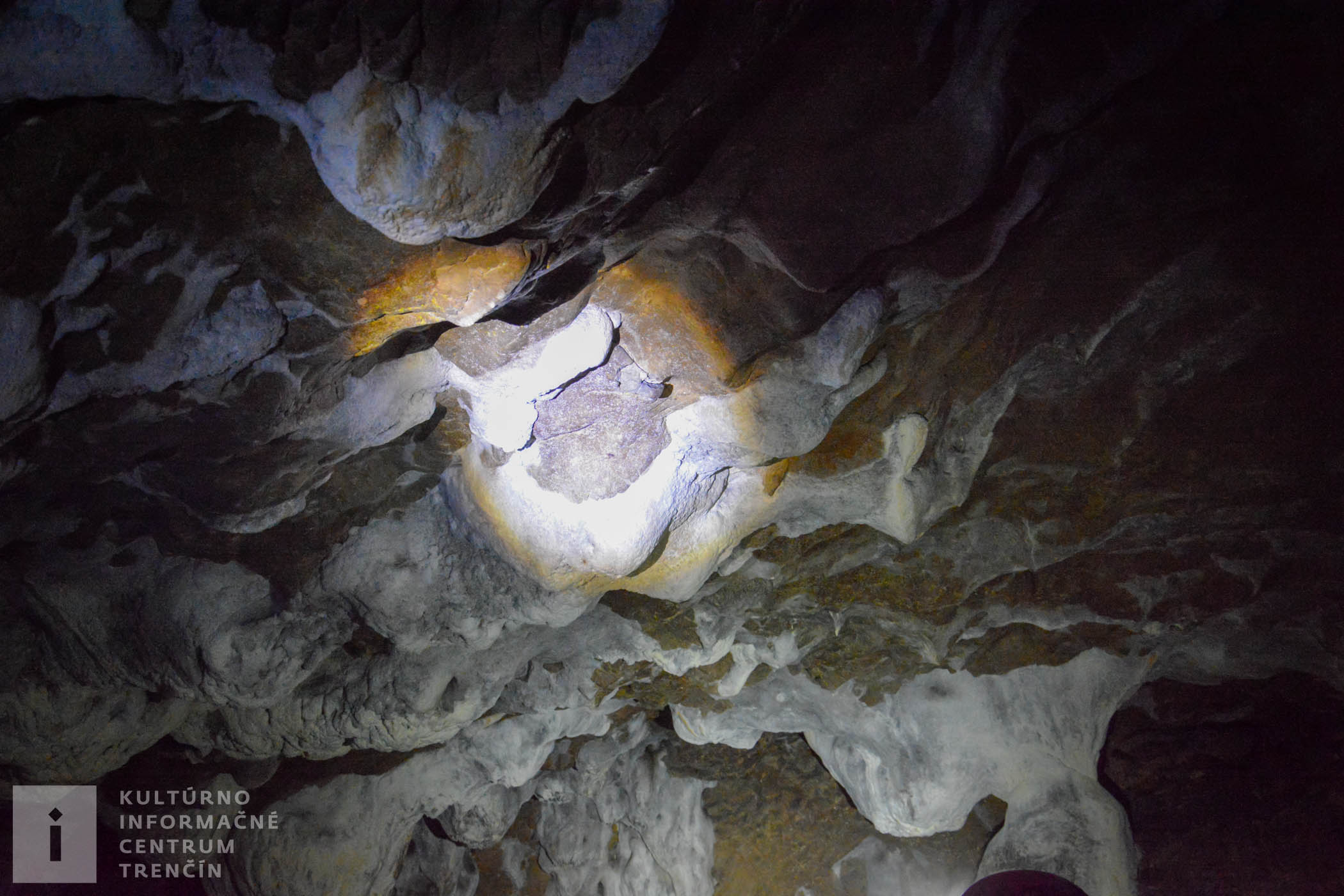 Prvá písomná zmienka o jaskyni je z roku 1860.