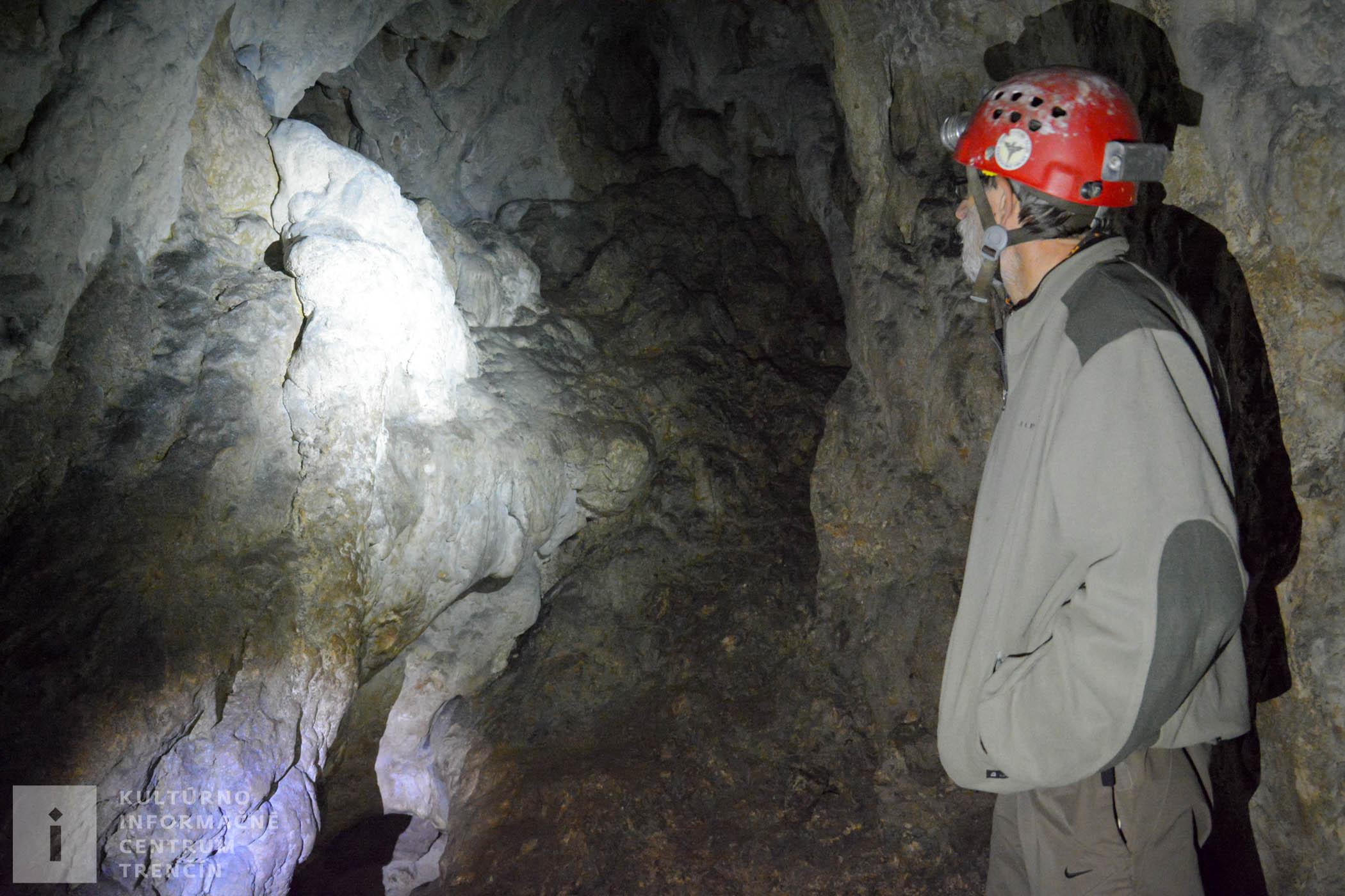 Nazrieť do Pružinskej Dúpnej jaskyne môžete od 1. mája do 31. októbra, avšak, návštevu je potrebné vopred dohodnúť s jaskyniarmi.