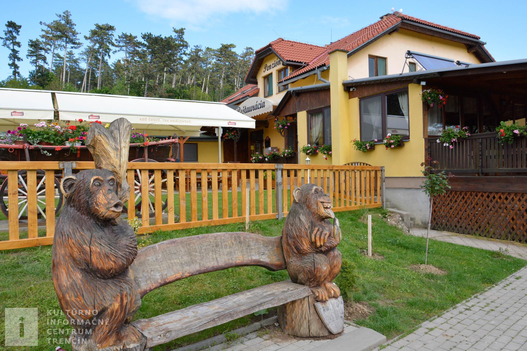 Živé alebo drevené zvieratká vás vítajú na každom kroku