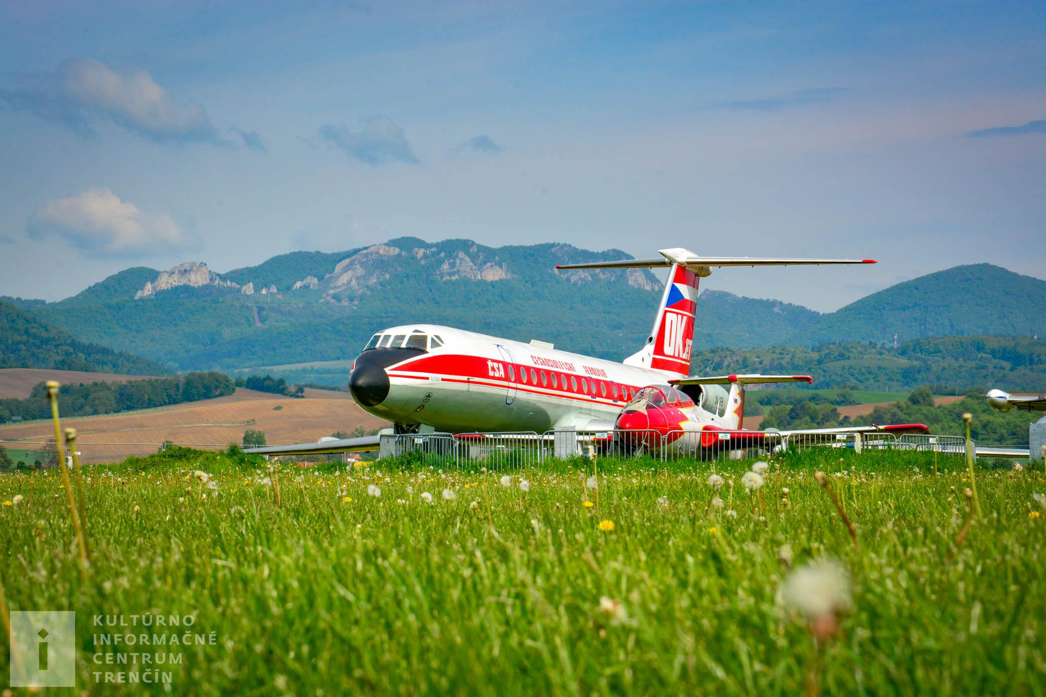 Exponát lietadla na letisku v Slávnici