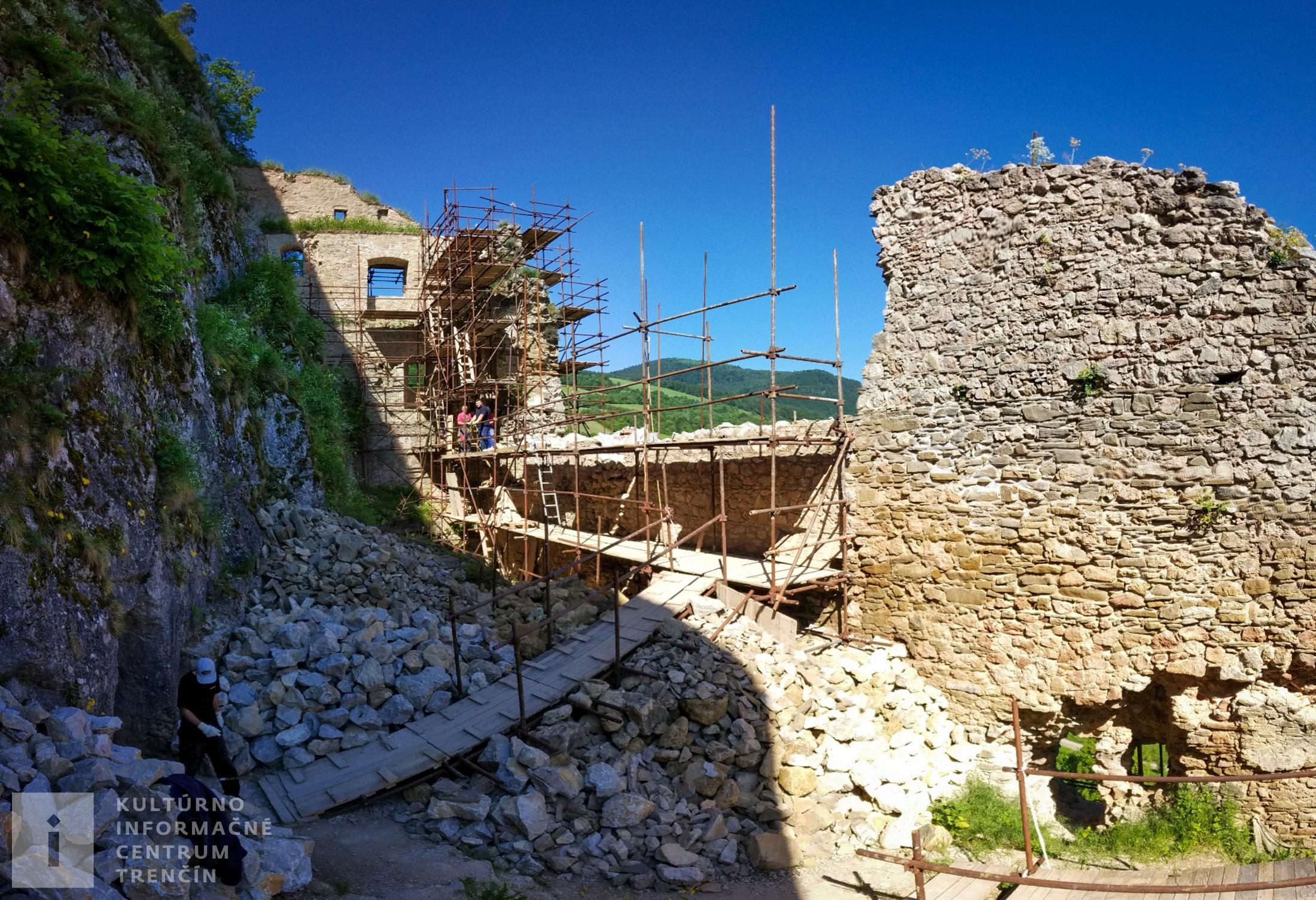 Rekonštrukcia hradných múrov