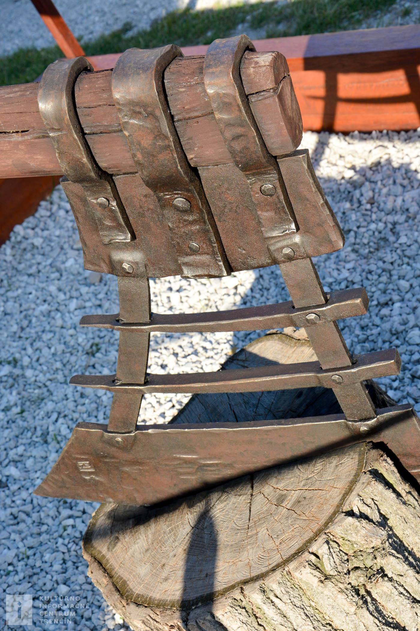 Najväčšia ručne vyrobená sekera na hrade Beckov