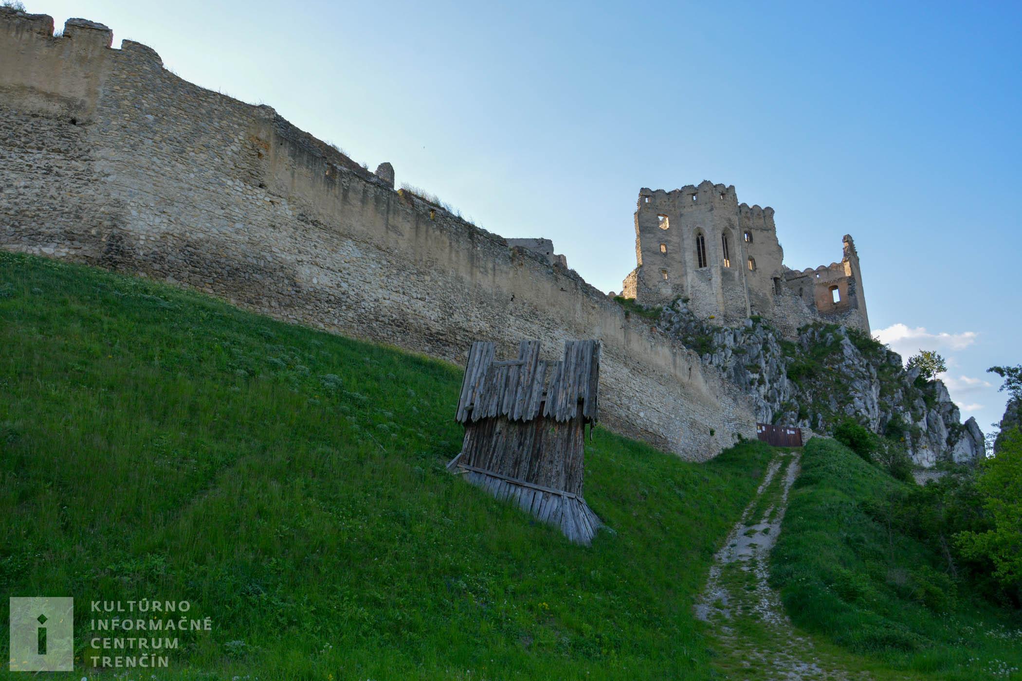 Zadná brána na hrade Beckov