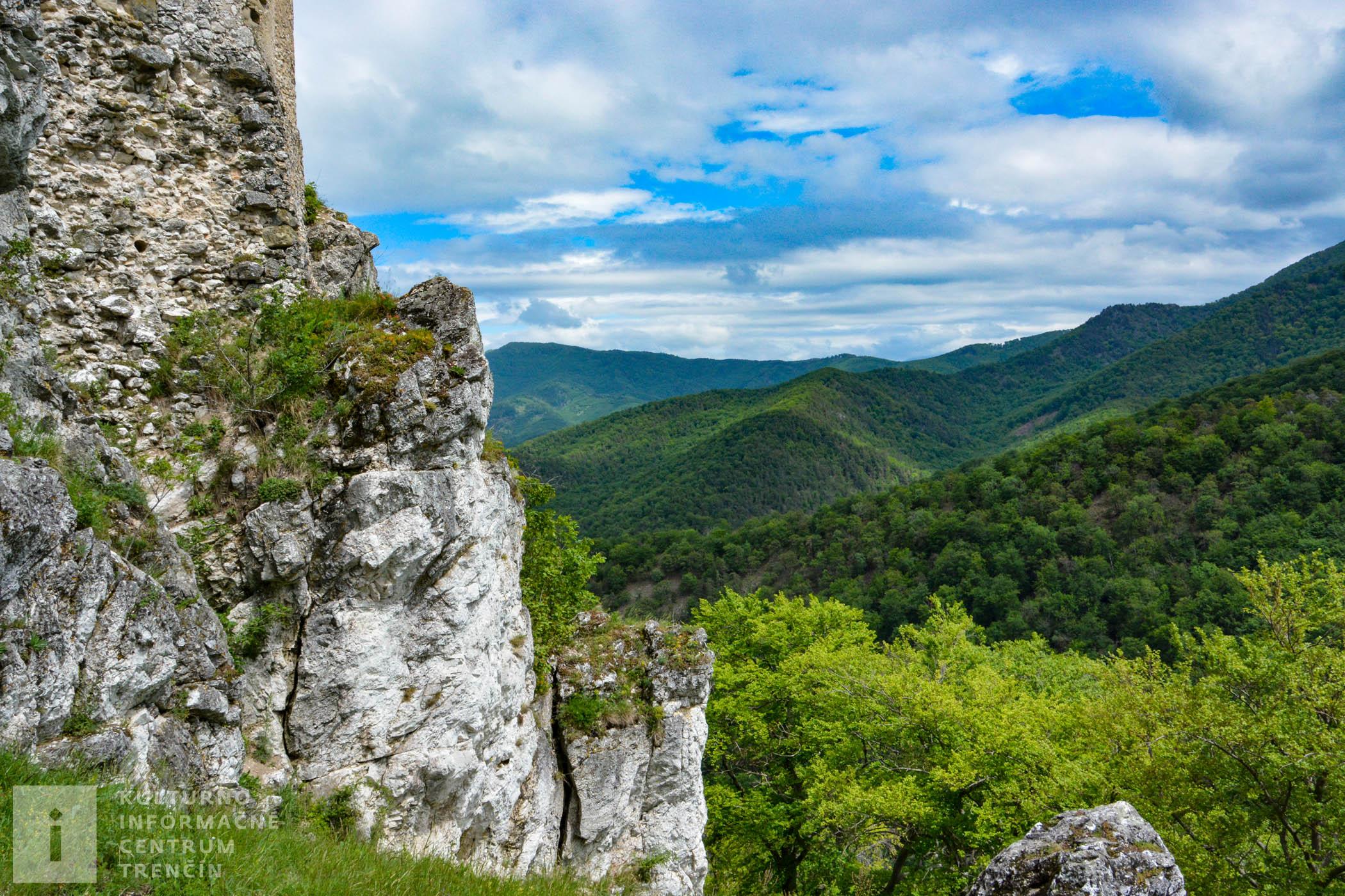 Hrad Uhrovec/Uhrovec Castle