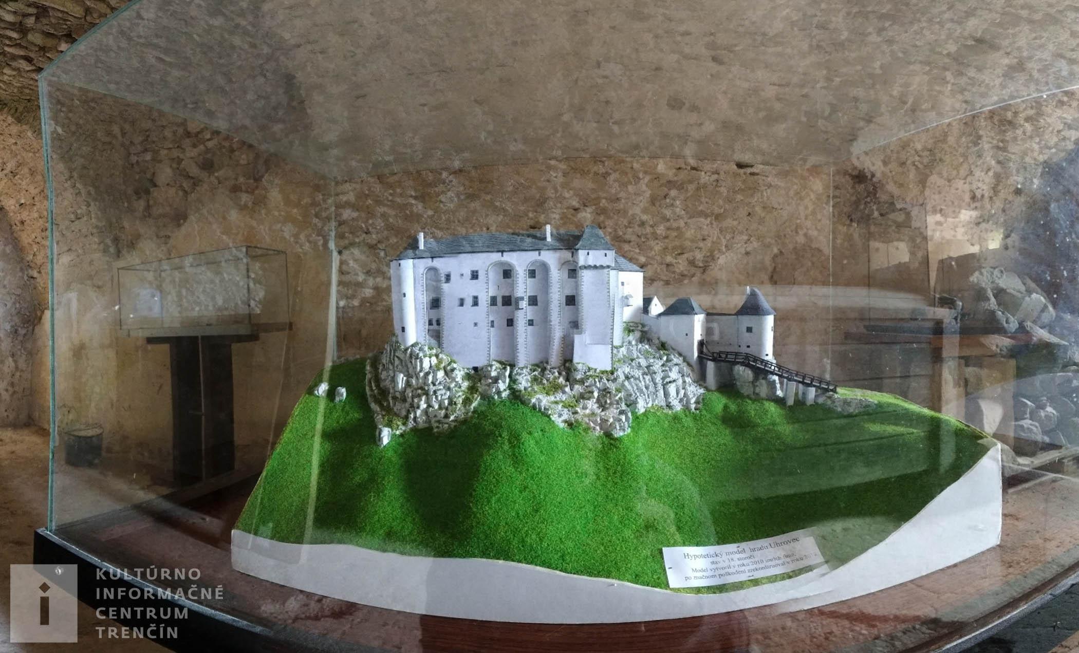Maketa pôvodného stavu hradu Uhrovec/Model of original Castle Uhrovec