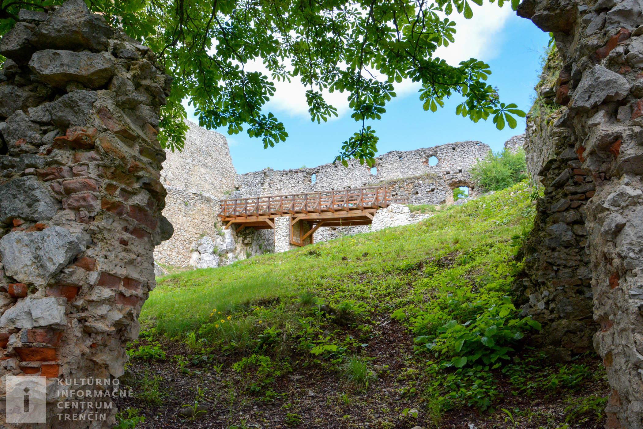 Poslednými majiteľmi Topoľčianskeho hradu bol rod Stummerovcov, ktorý patril k najbohatším rodinám v Hornom Uhorsku.