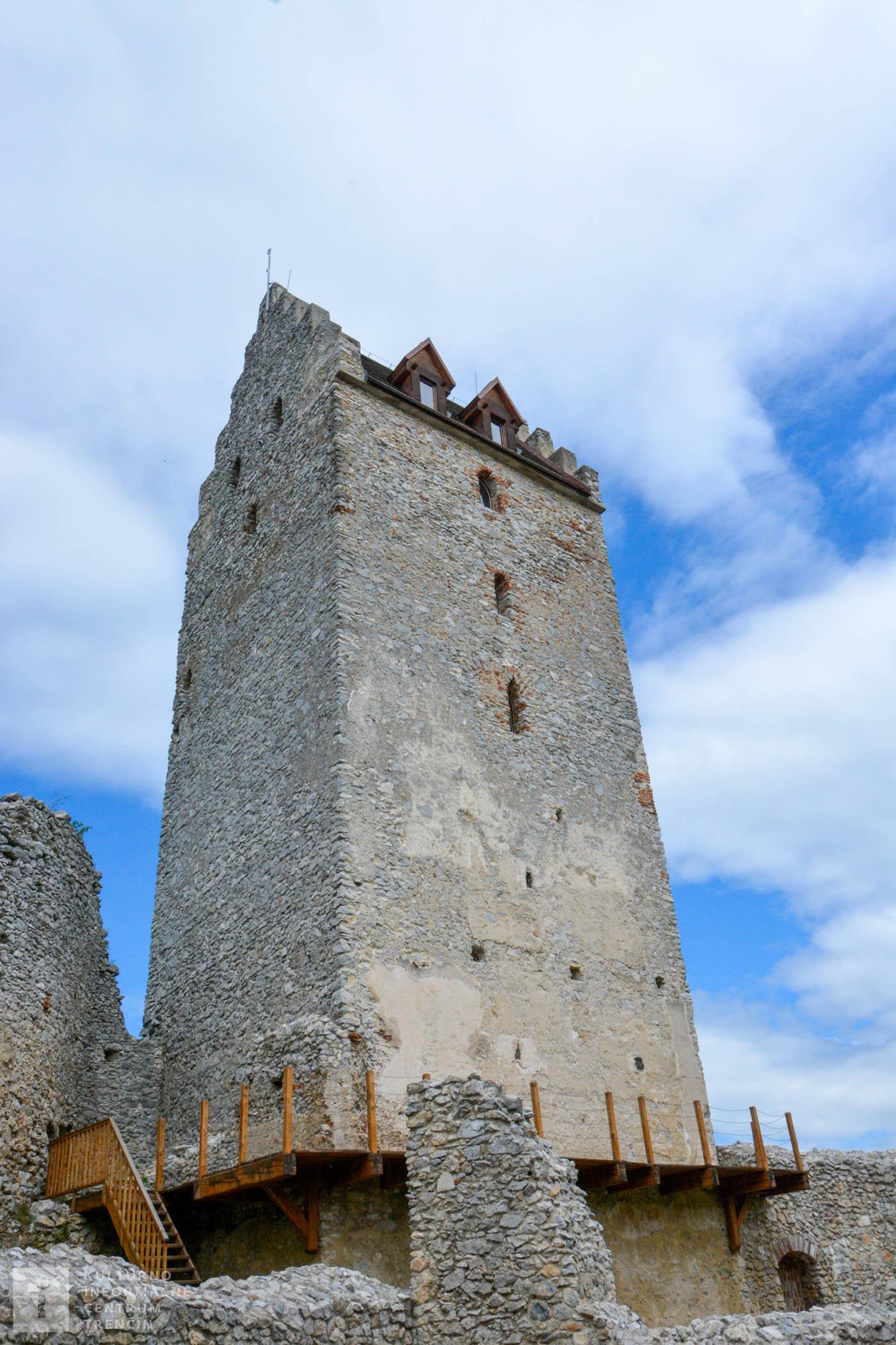 Koncom 19. storočia bola v romantickom slohu dostavaná hlavná veža, ktorá je skutočnou dominantou celého opevneného komplexu.