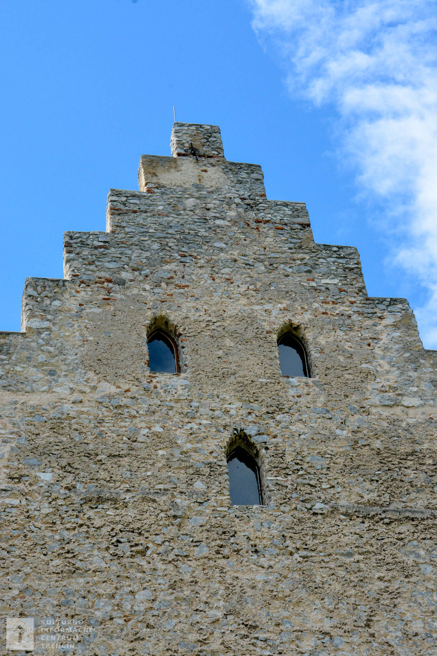Hlavná veža Topoľčianskeho hradu je dominantou celého hradu.