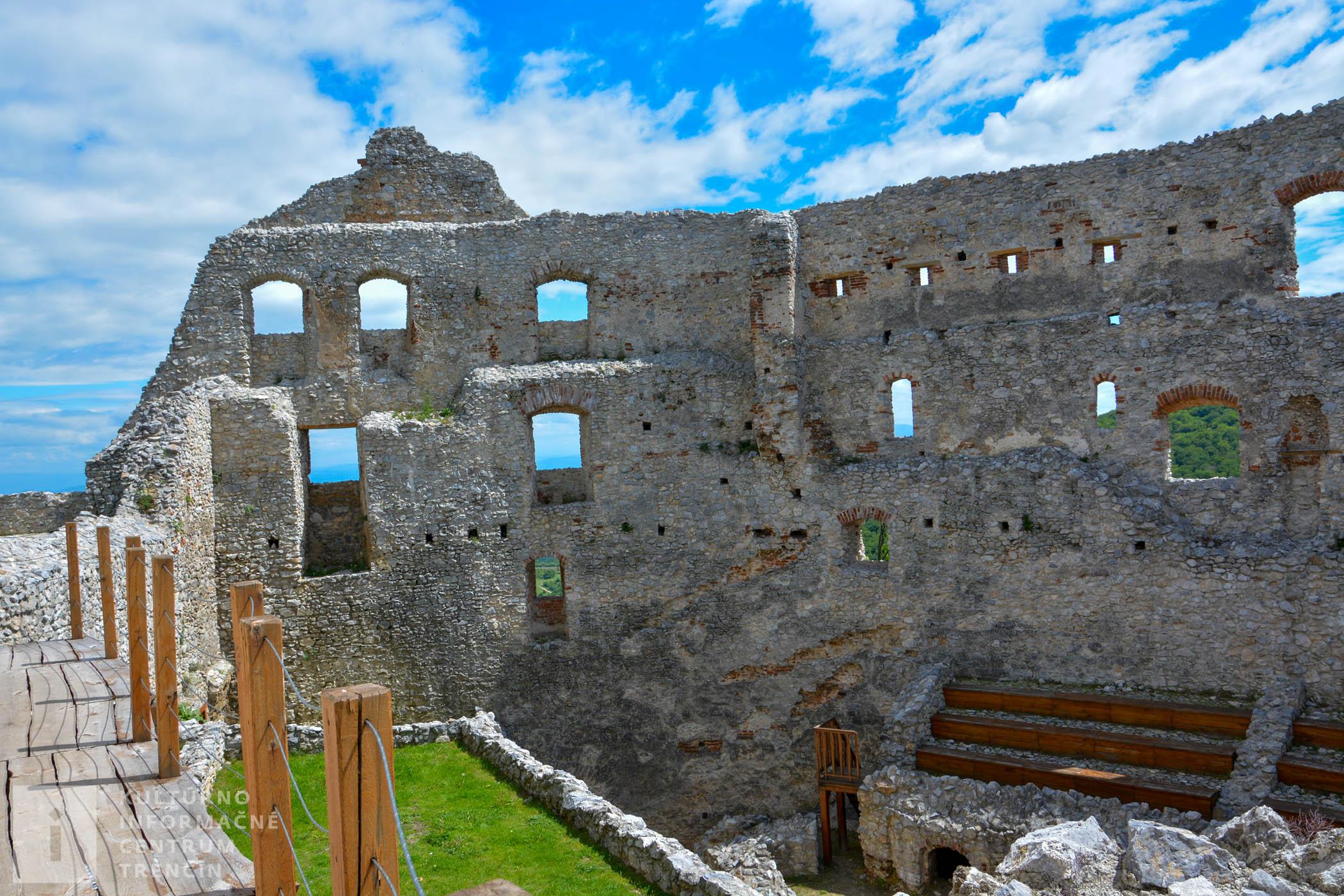 Na Topoľčianskom hrade sa môžete pozrieť aj do priestoru niekdajšej kaplnky či pivnice.