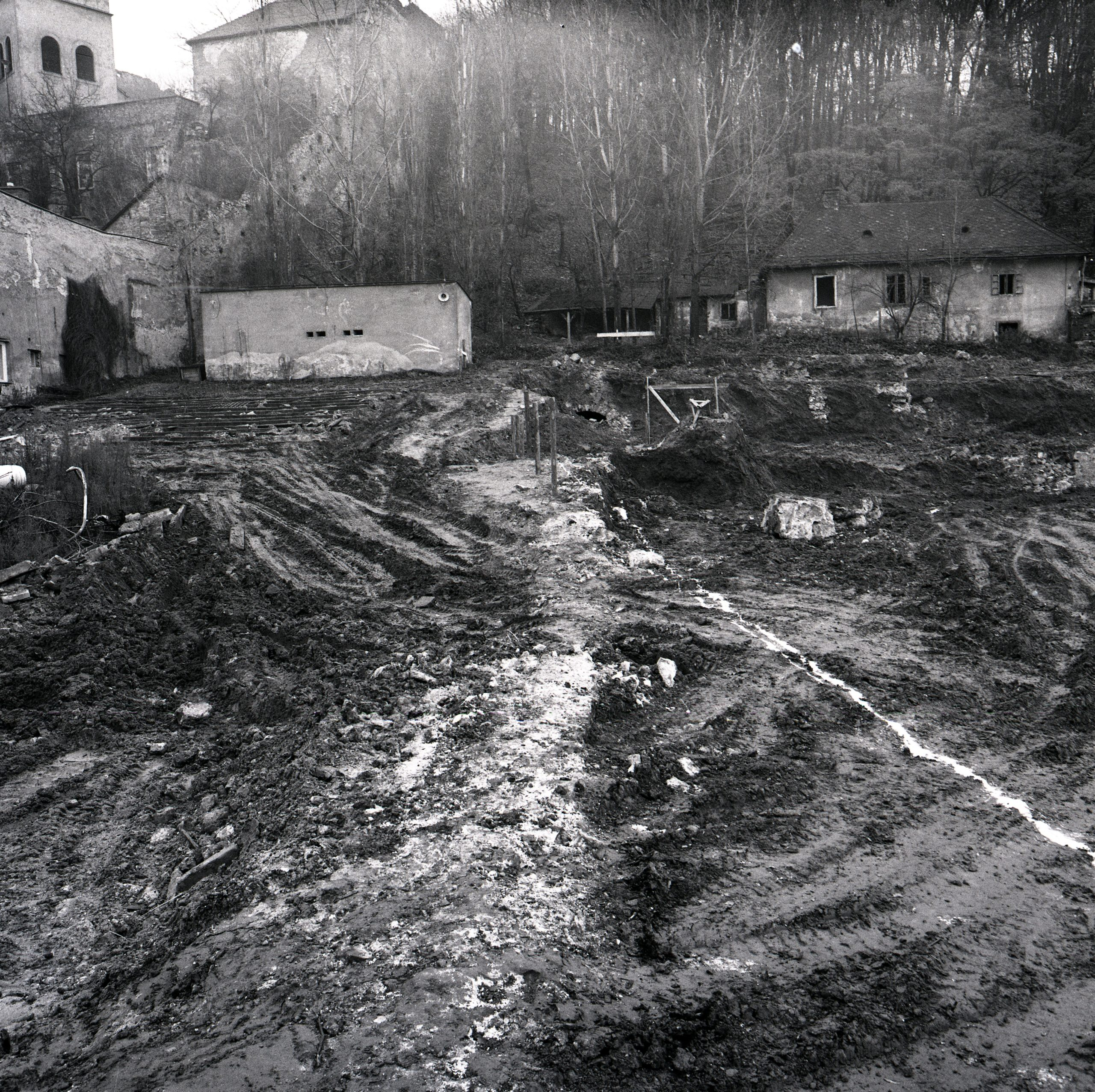11. Demolished summer cinema as viewed from its lower part; projection booth on the left (1974).