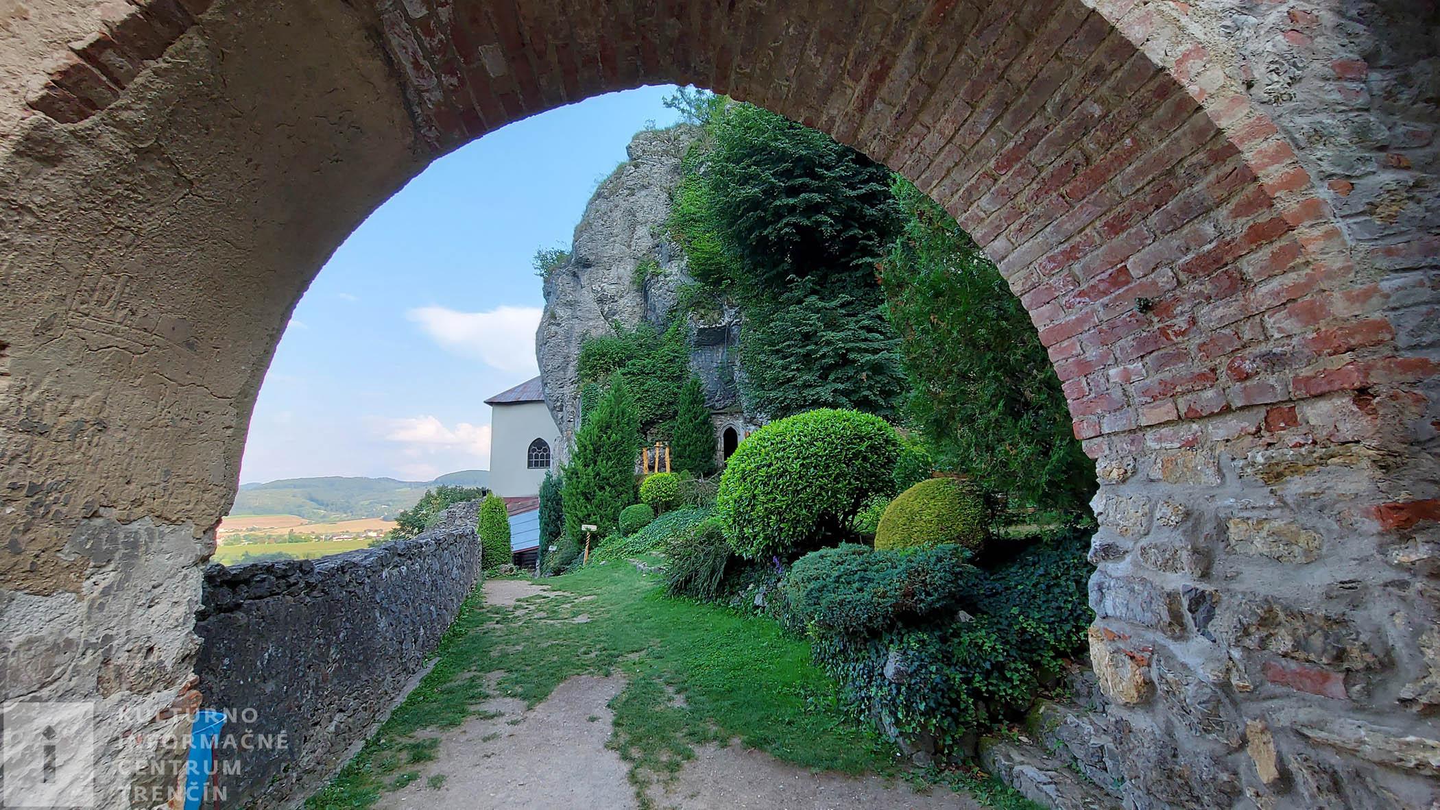 Vchod z nádvoria