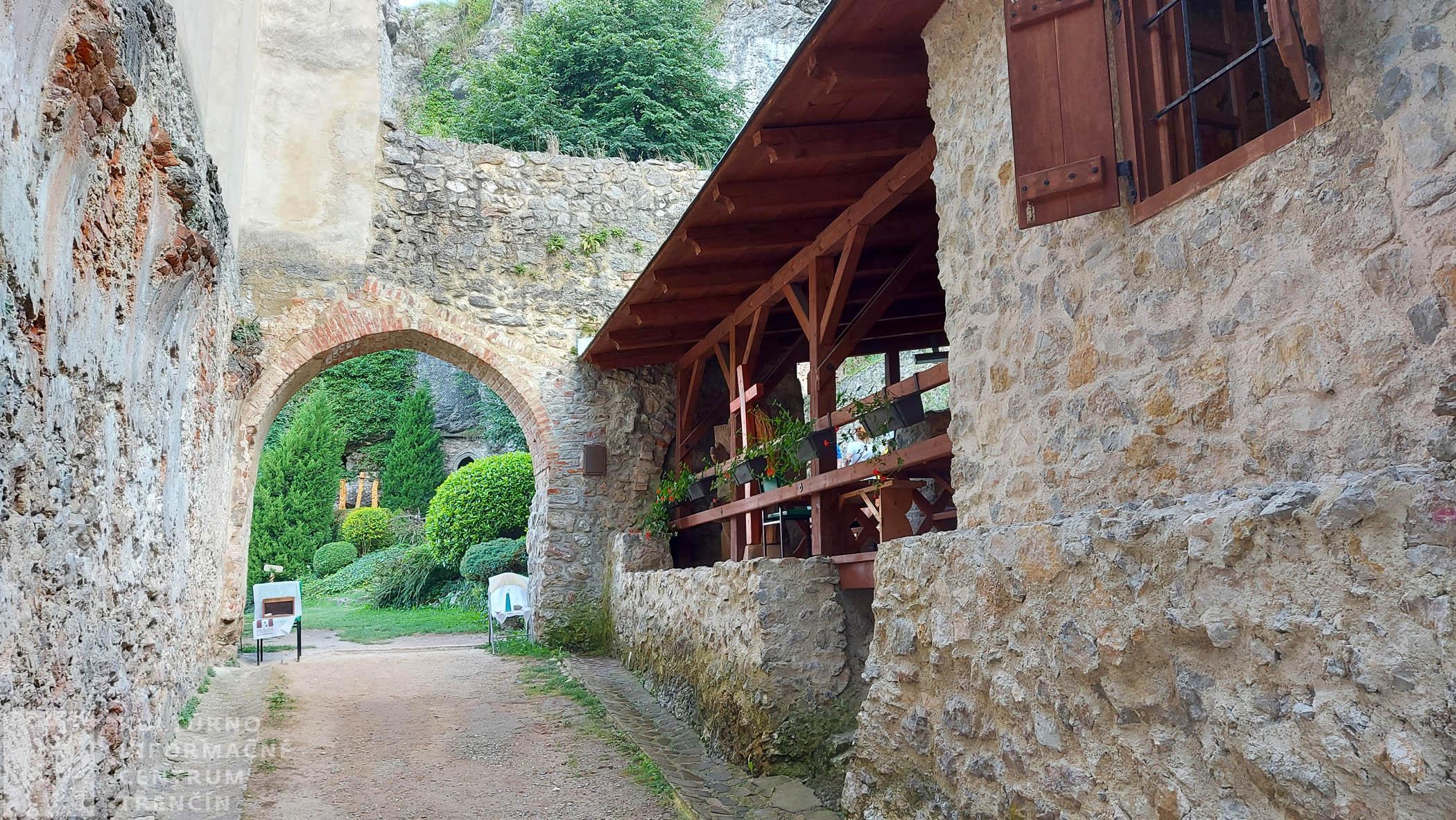 Vonkajšie priestory kláštora