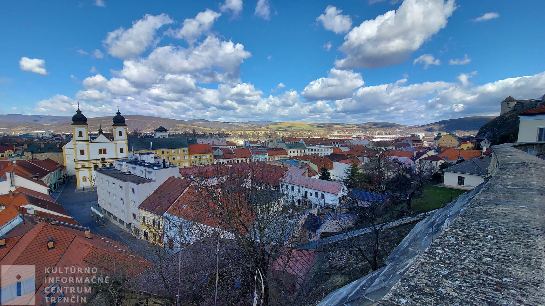 Výhľad z Mariánskeho námestia